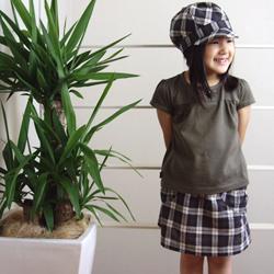 ガーリッシュスカートと帽子のコーディネイト例