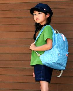 ハンドメイドバッグと帽子のコーディネイト
