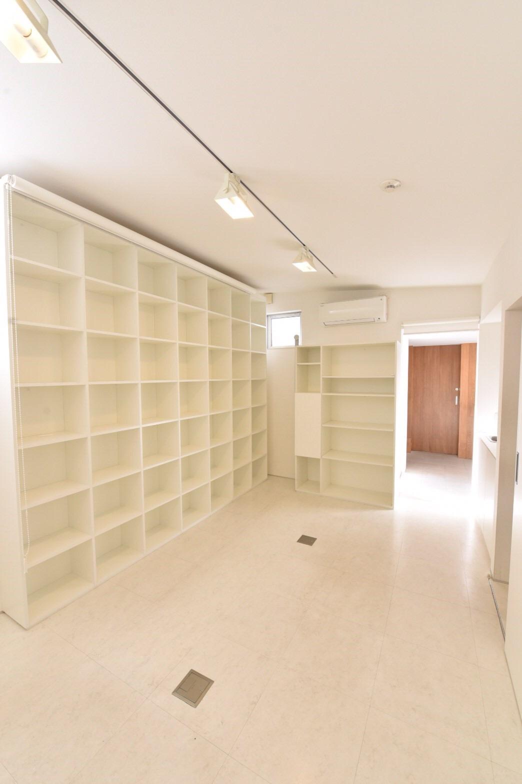 空っぽの事務室