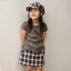 帽子とスカートとのコーディネイト例