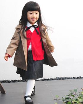 女の子コート着用